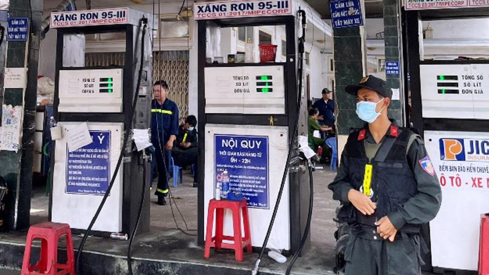 Khám xét hàng loạt địa điểm trong đường dây xăng lậu, xăng giả ở Đồng Nai