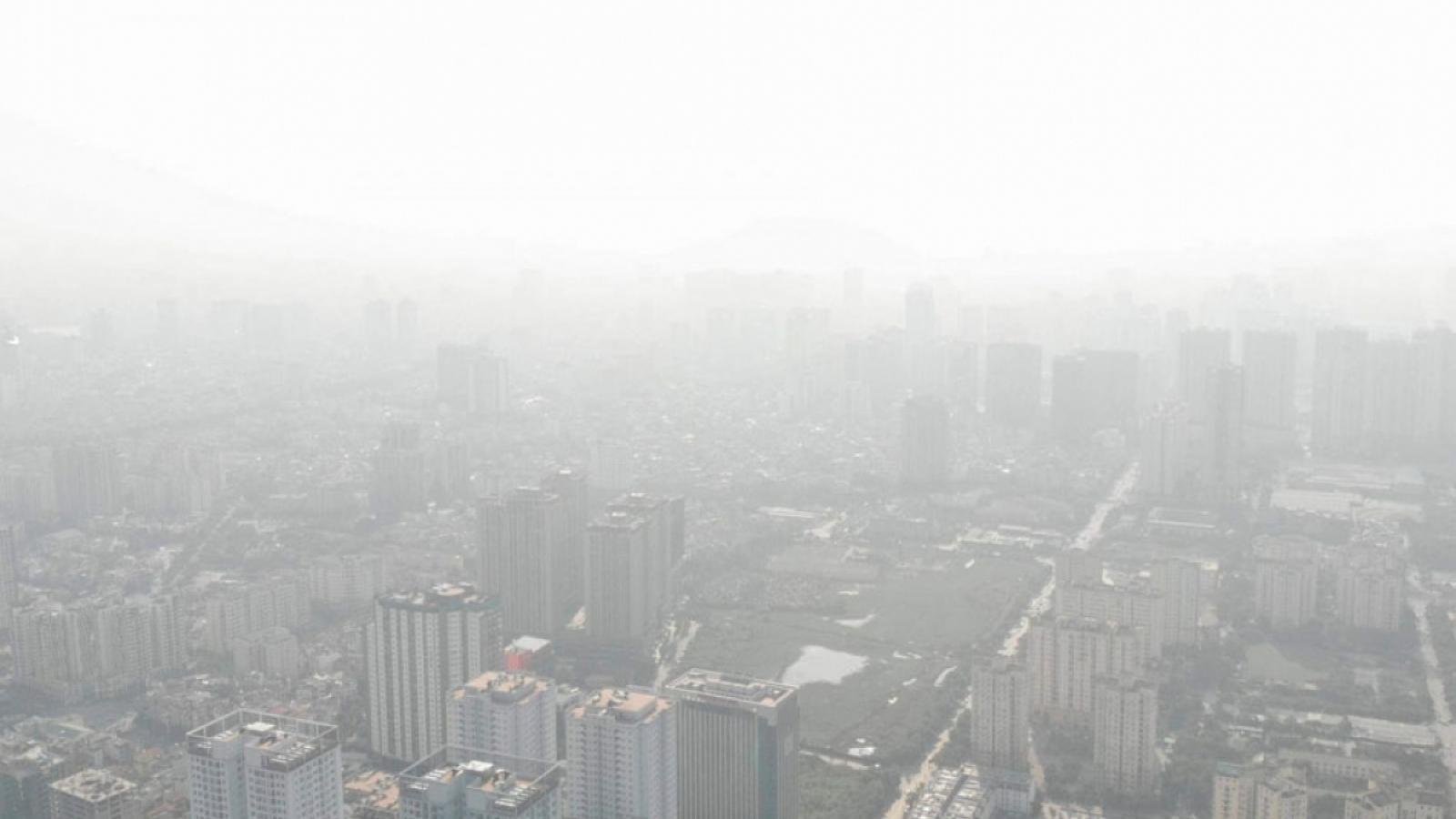 Air quality worsens as thick haze descends on Hanoi capital
