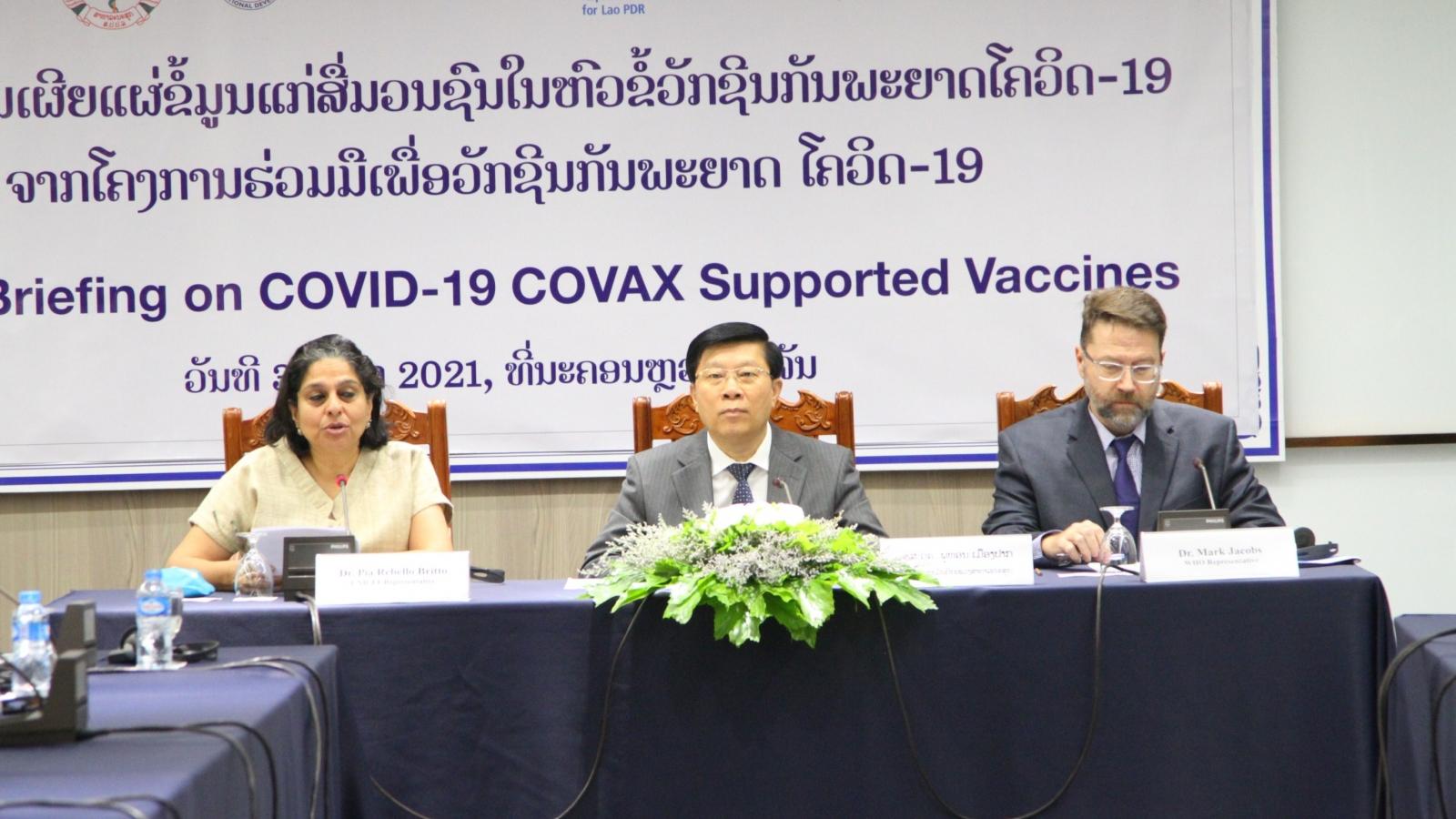 Lào đẩy mạnh truyền thông về việc sử dụng vaccine phòng chống Covid-19