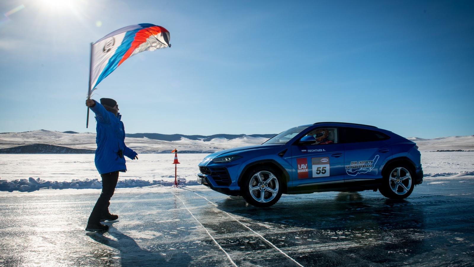 Lamborghini Urus phá kỷ lục tốc độ trên băng