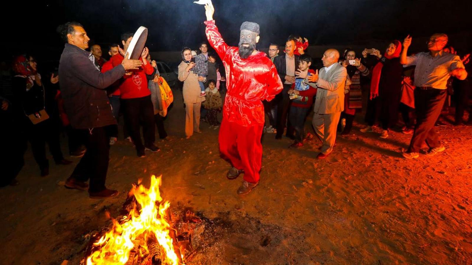 """Hơn 1.000 người thương vong khi tham gia """"Lễ hội Lửa"""" truyền thống"""