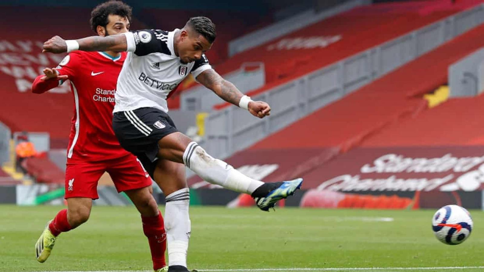 Salah dâng bàn thắng cho Fulham, Liverpool thua trận thứ 6 liên tiếp ở Anfield