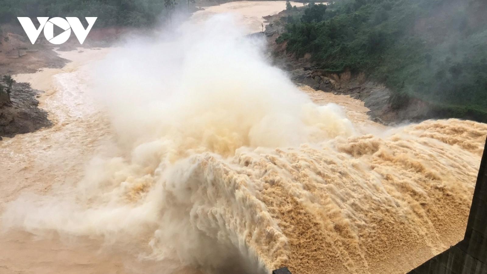 Xả lũ đột ngột khi dân sơ tán tránh bão, thủy điện Đak Mi 4 vẫn chưa đền bù