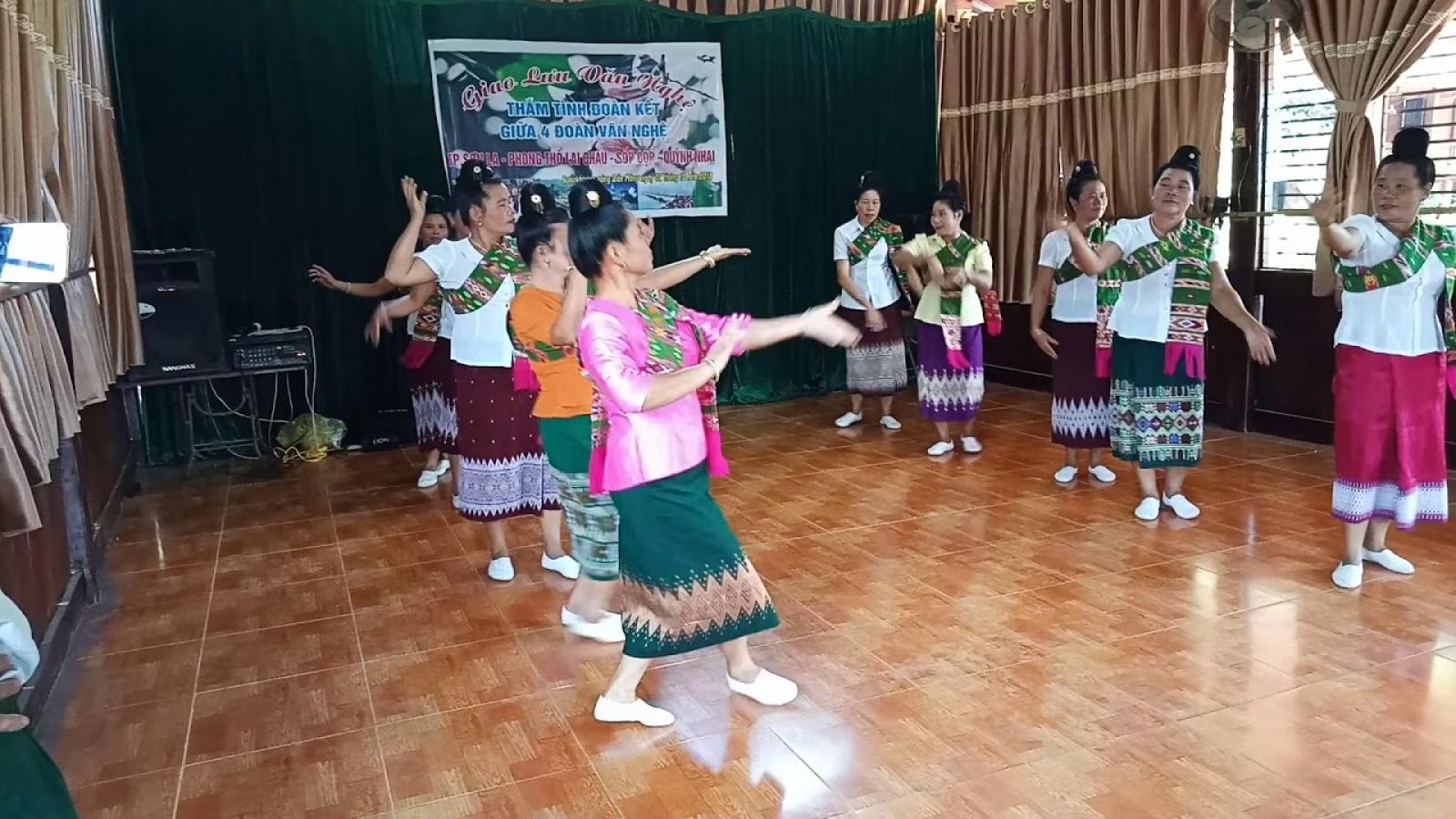 Vì Thị Bun Chăn-người say mê tiếng hát, điệu múa truyền thống