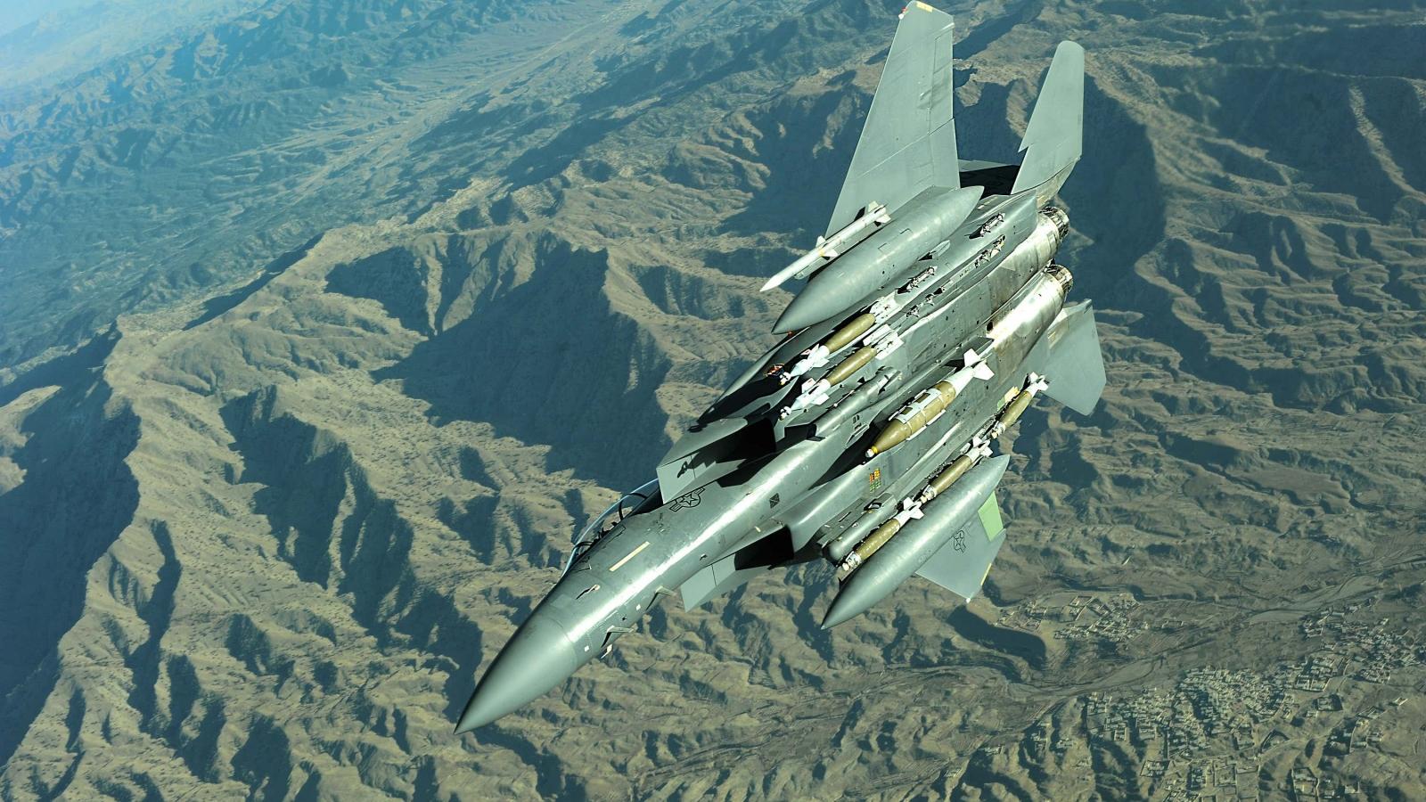 """""""Đại bàng chiến"""" F-15E của Mỹ sắp đảm nhận vai trò kép: Vừa chiến đấu, vừa tiếp vận"""