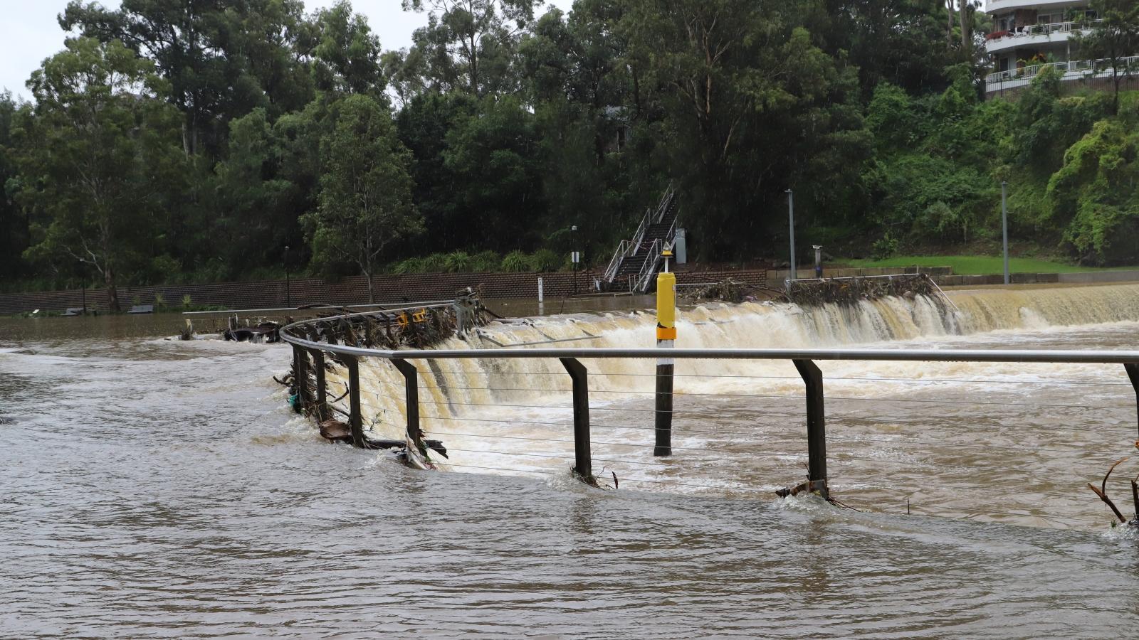 Australia xả hồ chứa nước làm lũ lụt thêm trầm trọng
