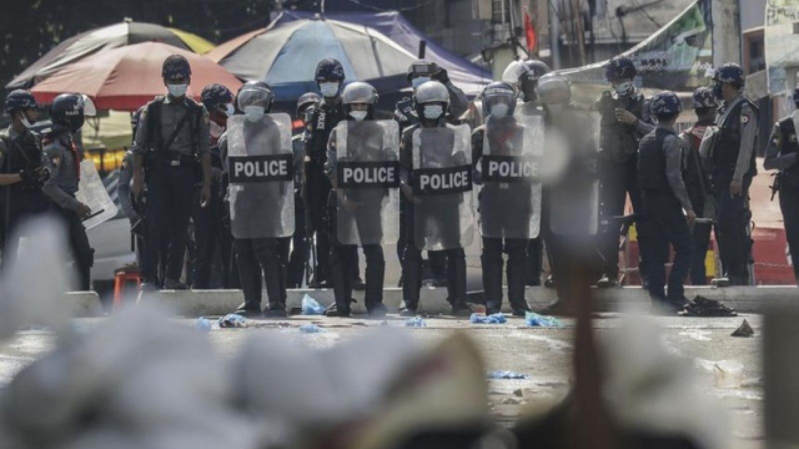 Thêm 12 người biểu tình Myanmar thiệt mạng, quyền Phó Tổng thống lên tiếng