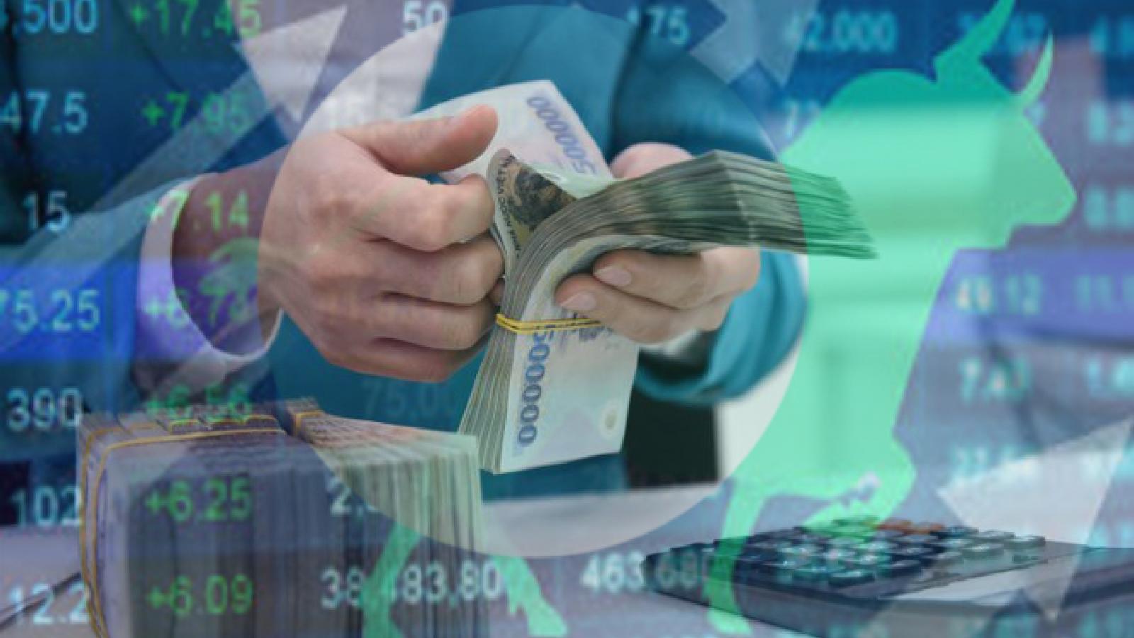 """Tín dụng tăng trưởng chậm, dòng tiền """"đổ"""" vào chứng khoán tăng 42%"""