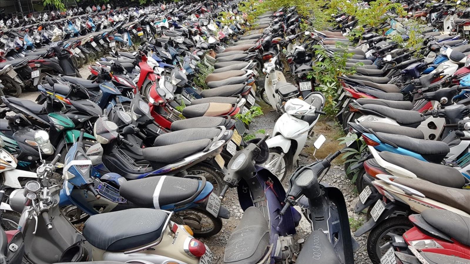 """Choáng ngợp tại """"nghĩa địa xe"""" vi phạm giao thông ở Hà Nội"""