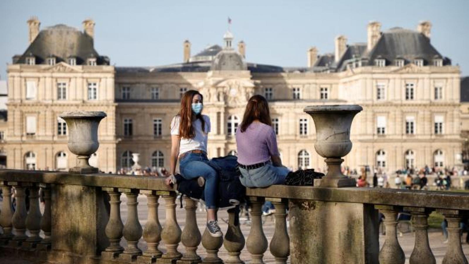 """Thị trưởng Paris (Pháp): """"Phong tỏa cuối tuần là vô nhân đạo"""""""