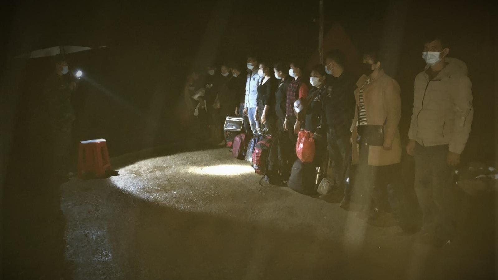 Phát hiện nhóm người nhập cảnh trái phép lúc rạng sáng
