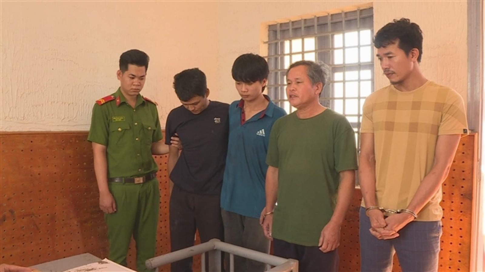 Khởi tố 4 đối tượng có hành vi chống người thi hành công vụ tại Đắk Lắk