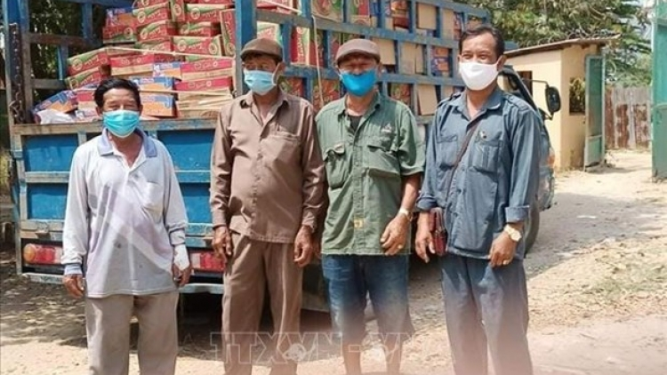 Vietnamese citizens hit by pandemic in Cambodia receive support