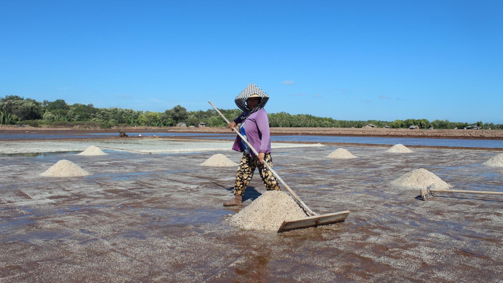 Gian nan tìm nguồn nước ngọt phục vụ sinh hoạt mùa khô ở Bến Tre