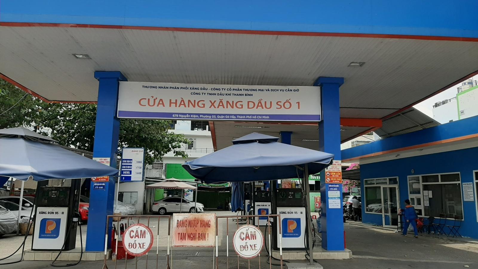 Công an kết thúc khám xét cửa hàng xăng dầu ở TP HCM