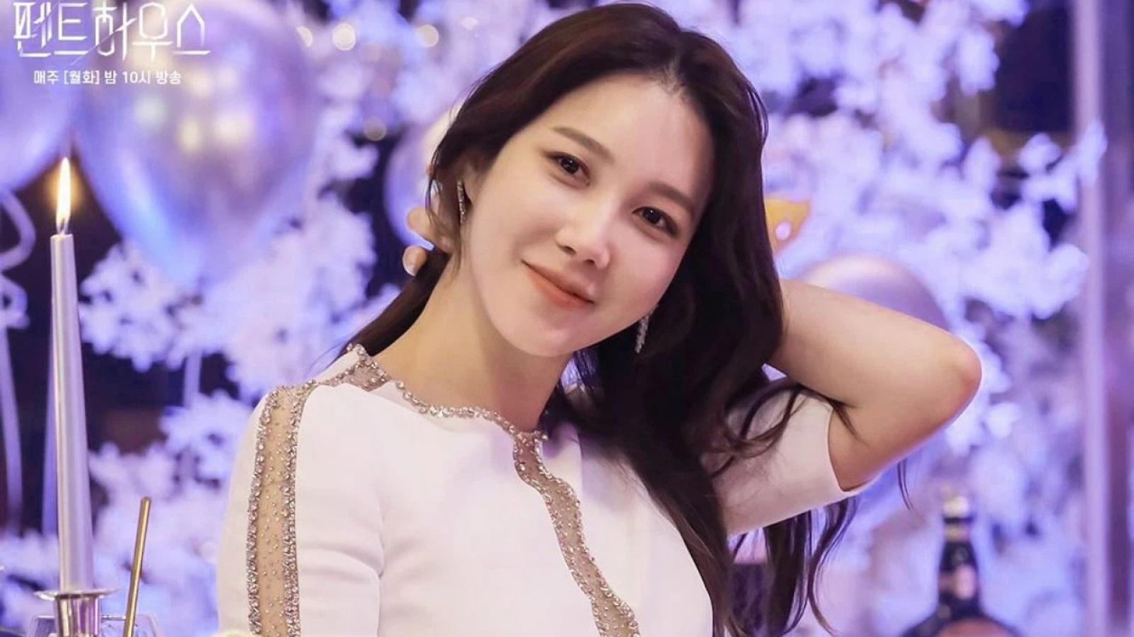 """Hé lộ vai diễn của Lee Ji Ah trong siêu phẩm truyền hình """"Penthouse 2"""""""