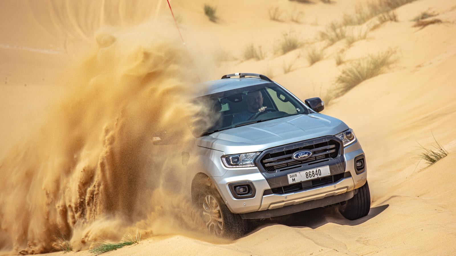 """Thử nghiệm khả năng """"chịu đựng"""" của Ford Ranger trên sa mạc 50 độ C"""