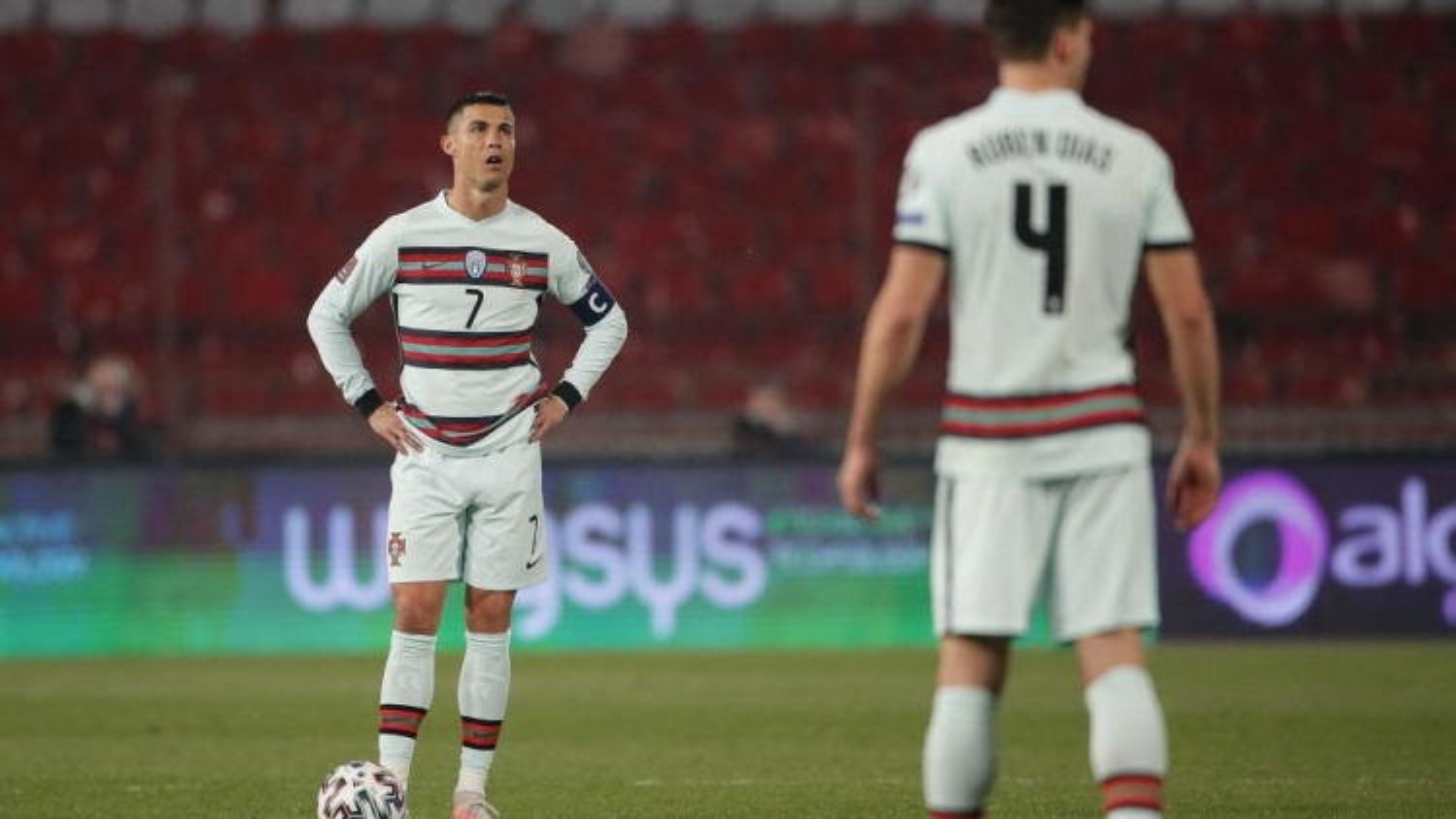 Bảng xếp hạng vòng loại World Cup 2022 khu vực châu Âu: Bồ Đào Nha đau điếng vì trọng tài