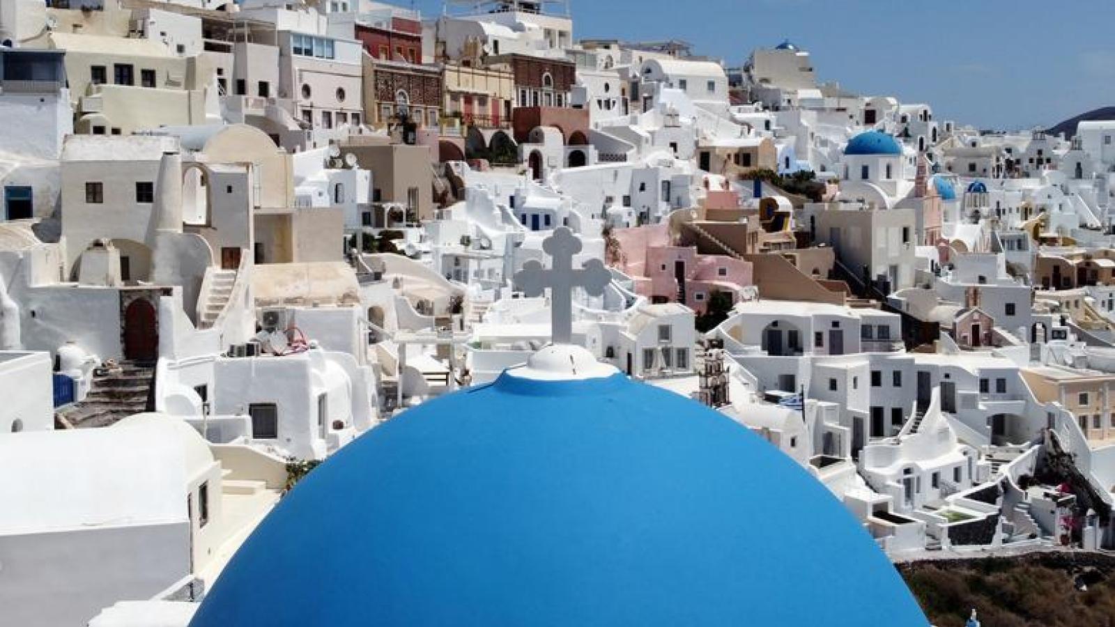 Hy Lạp chào đón cả du khách Anh chưa tiêm vaccine