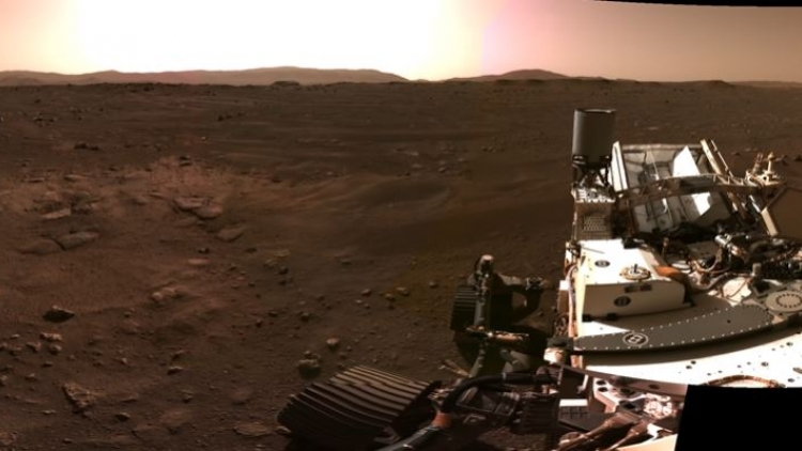 Ảnh toàn cảnh ấn tượng về bề mặt sao Hỏa từ tàu thám hiểm Perseverance