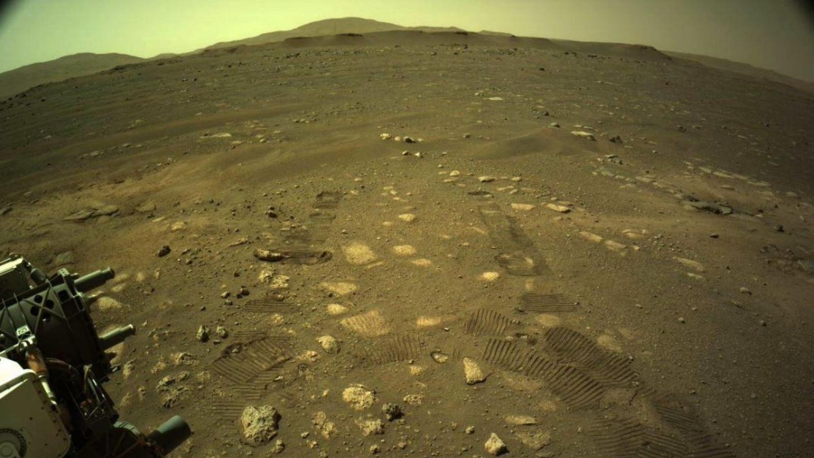 Tàu thám hiểm Perseverance lần đầu tiên di chuyển thử nghiệm trên sao Hỏa