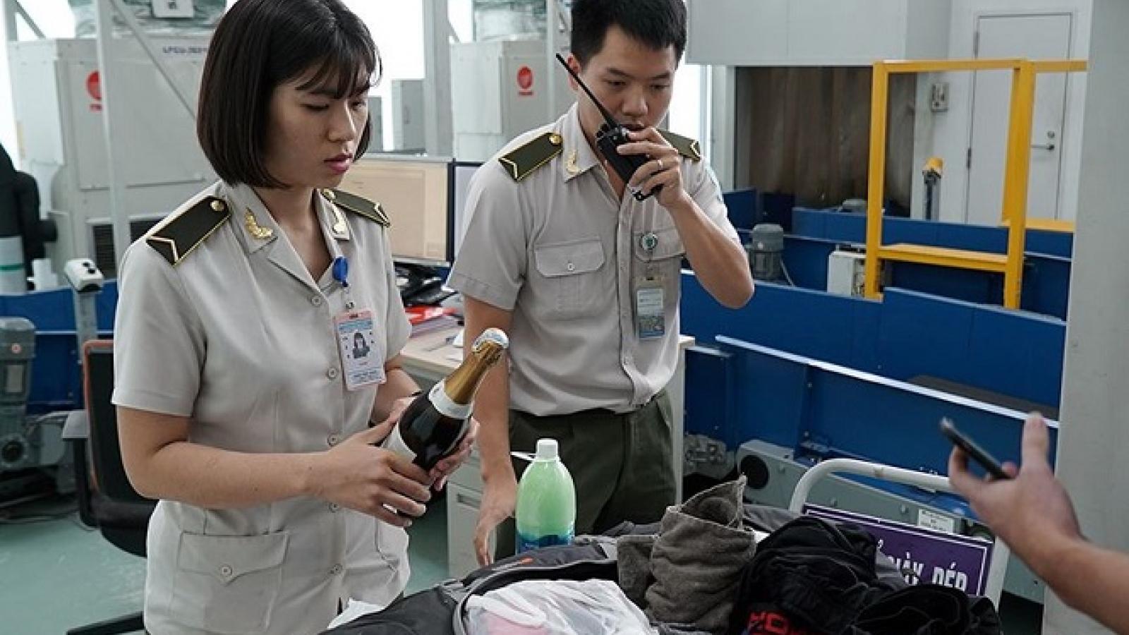 Kiểm soát chặt tổ bay, nhân viên hàng không để ngăn chặn buôn lậu