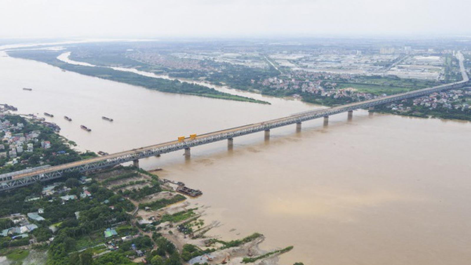 Đổ xô gom đất ven sông Hồng: Coi chừng lợi bất cập hại!