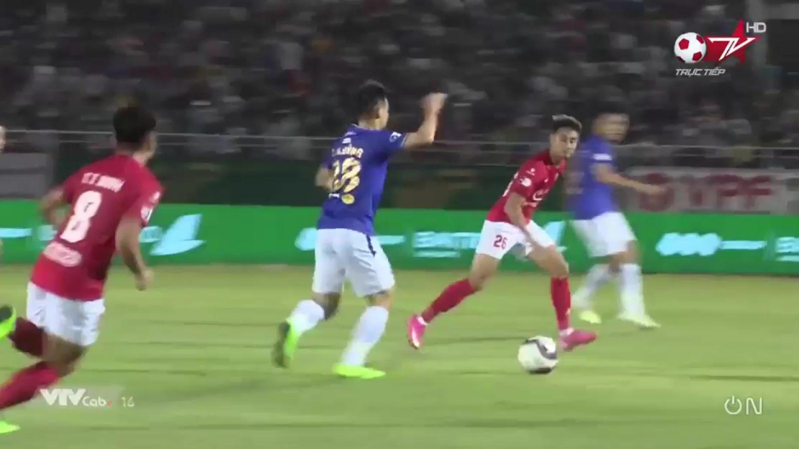 Clip: Hoàng Thịnh khiến Hùng Dũng chấn thương kinh hoàng ở trận CLB TPHCM - Hà Nội FC