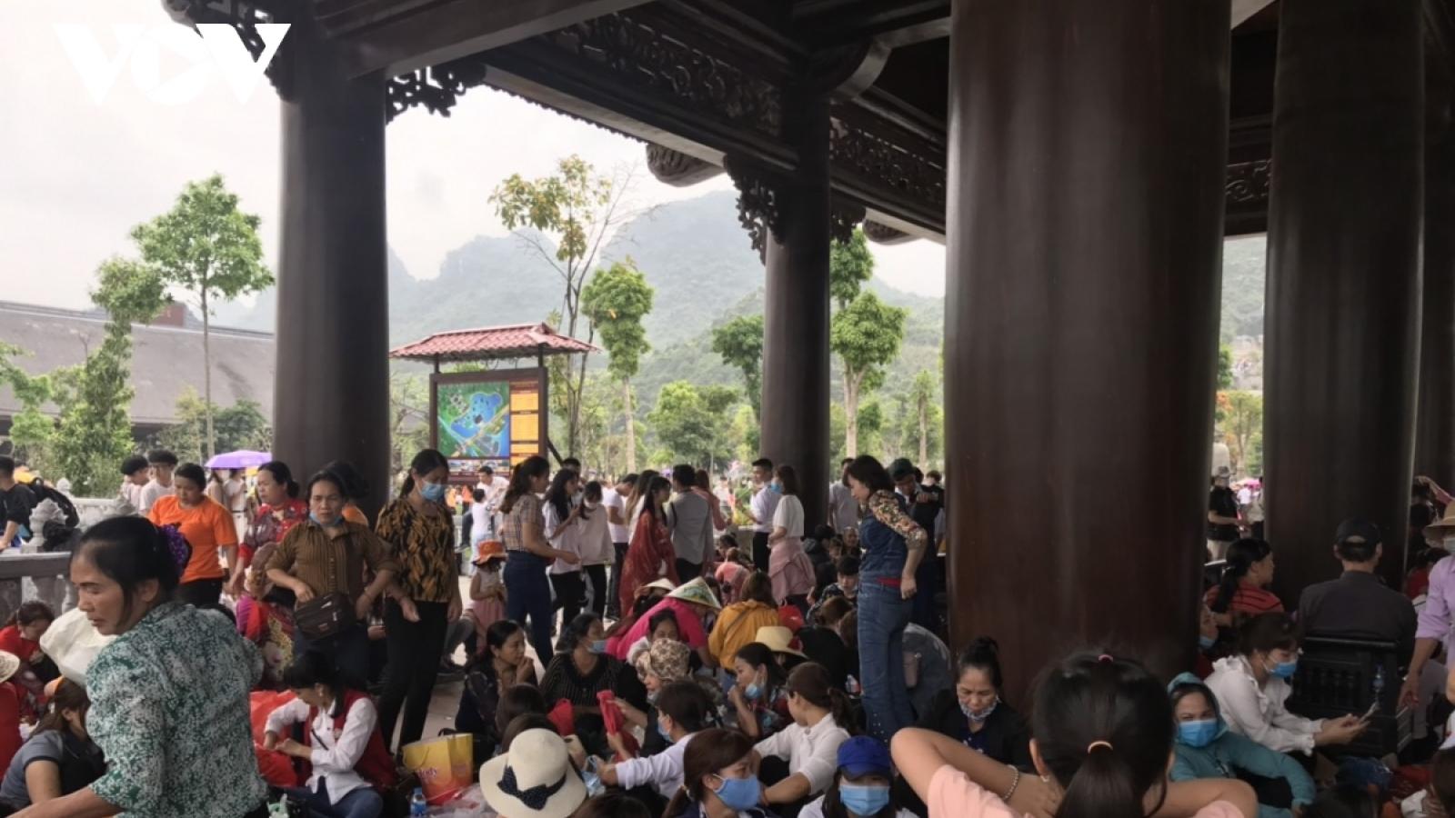 """Chùa Tam Chúc """"thất thủ"""": GH Phật giáo yêu cầu nâng cao phòng dịch Covid-19"""