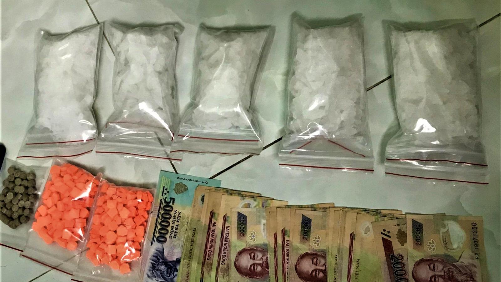 Tóm gọn đối tượng tàng trữ khối lượng lớn ma túy