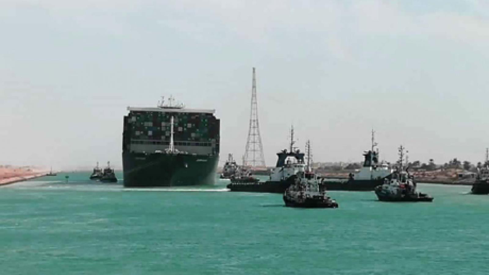 Kênh Suez chính thức hoạt động trở lại