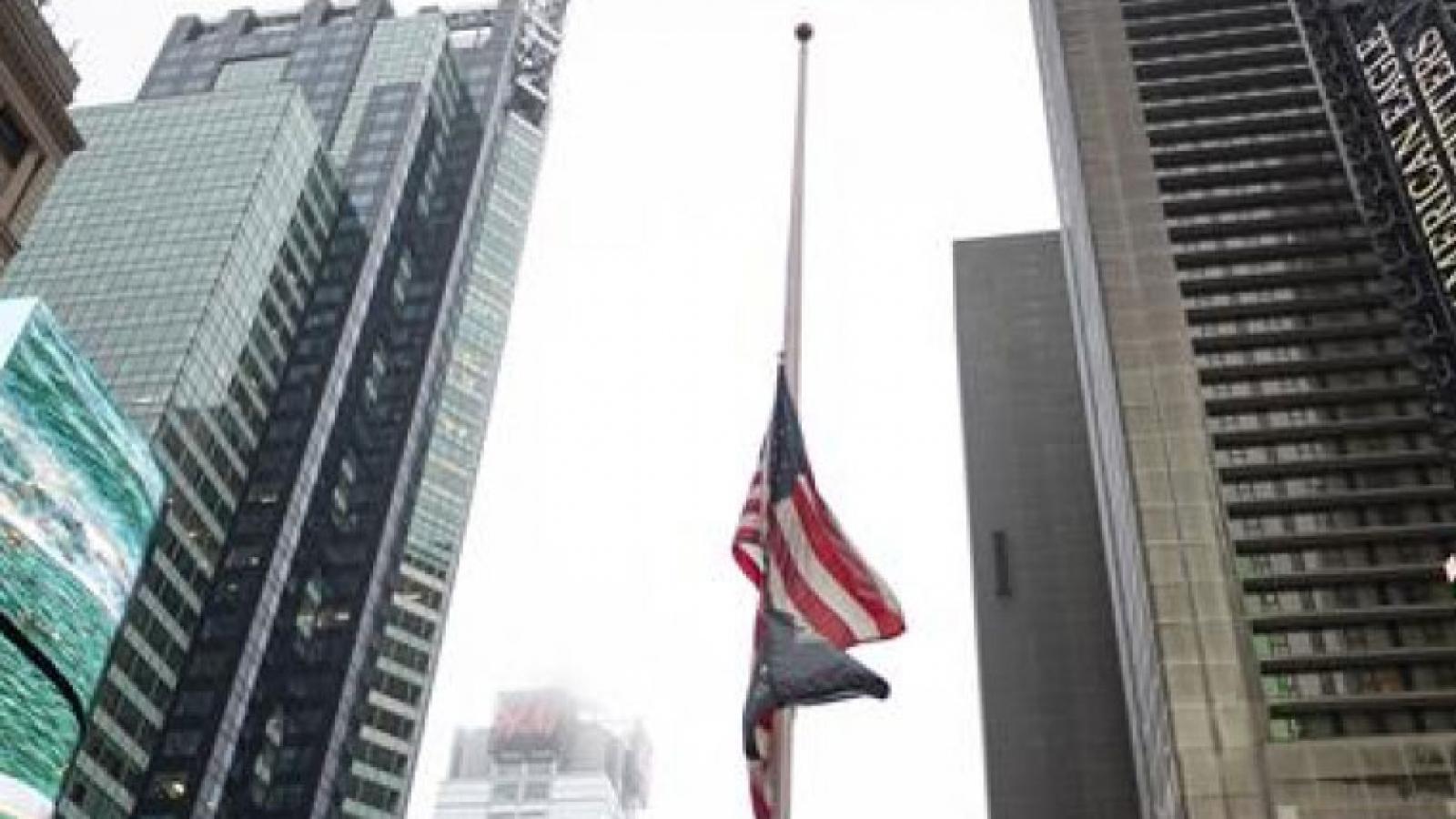 Mỹ treo cờ rủ tưởng nhớ nạn nhân vụ xả súng tại bang Georgia