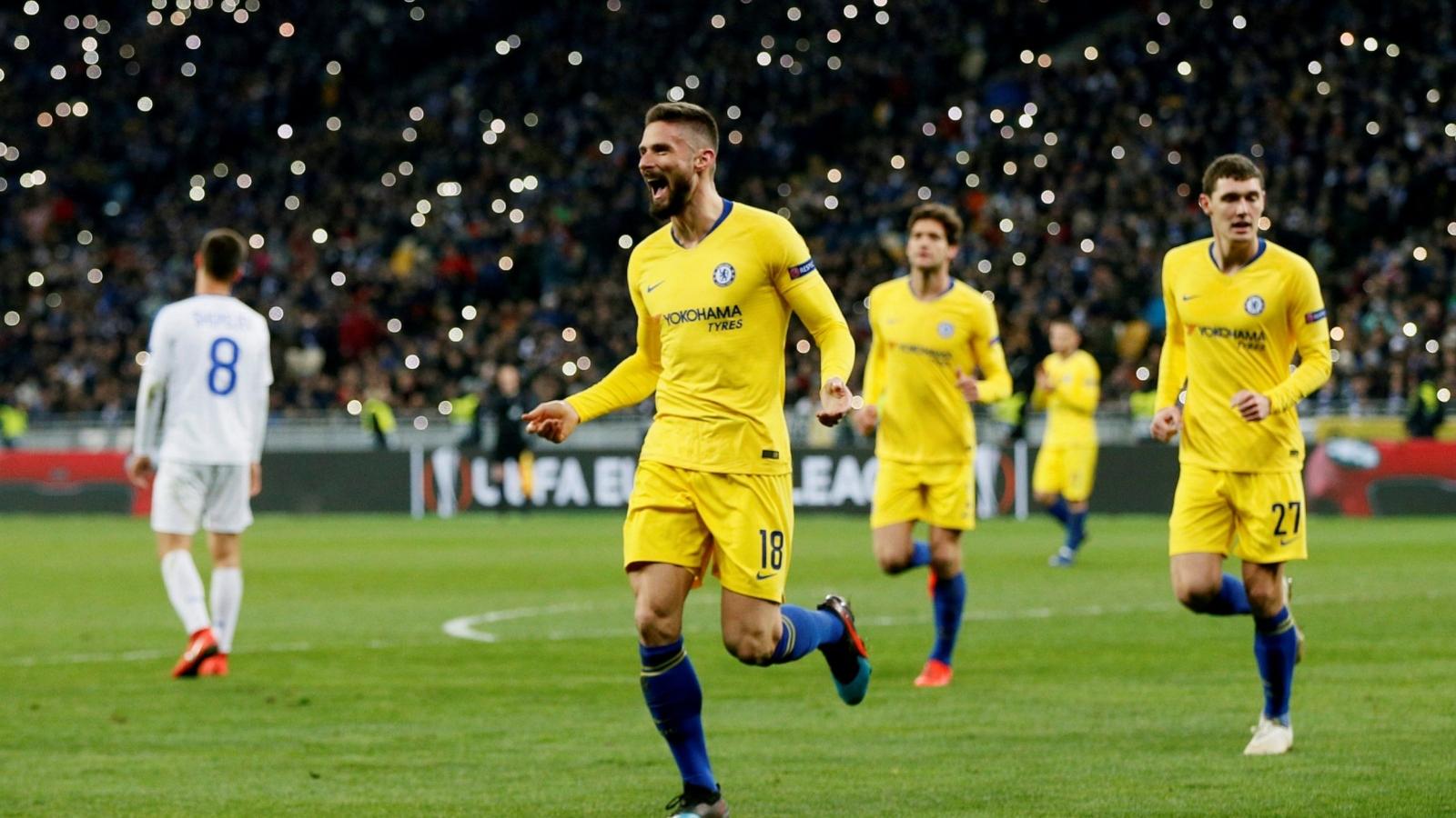 """Ngày này năm xưa: Giroud """"viết sử"""" tại Chelsea"""