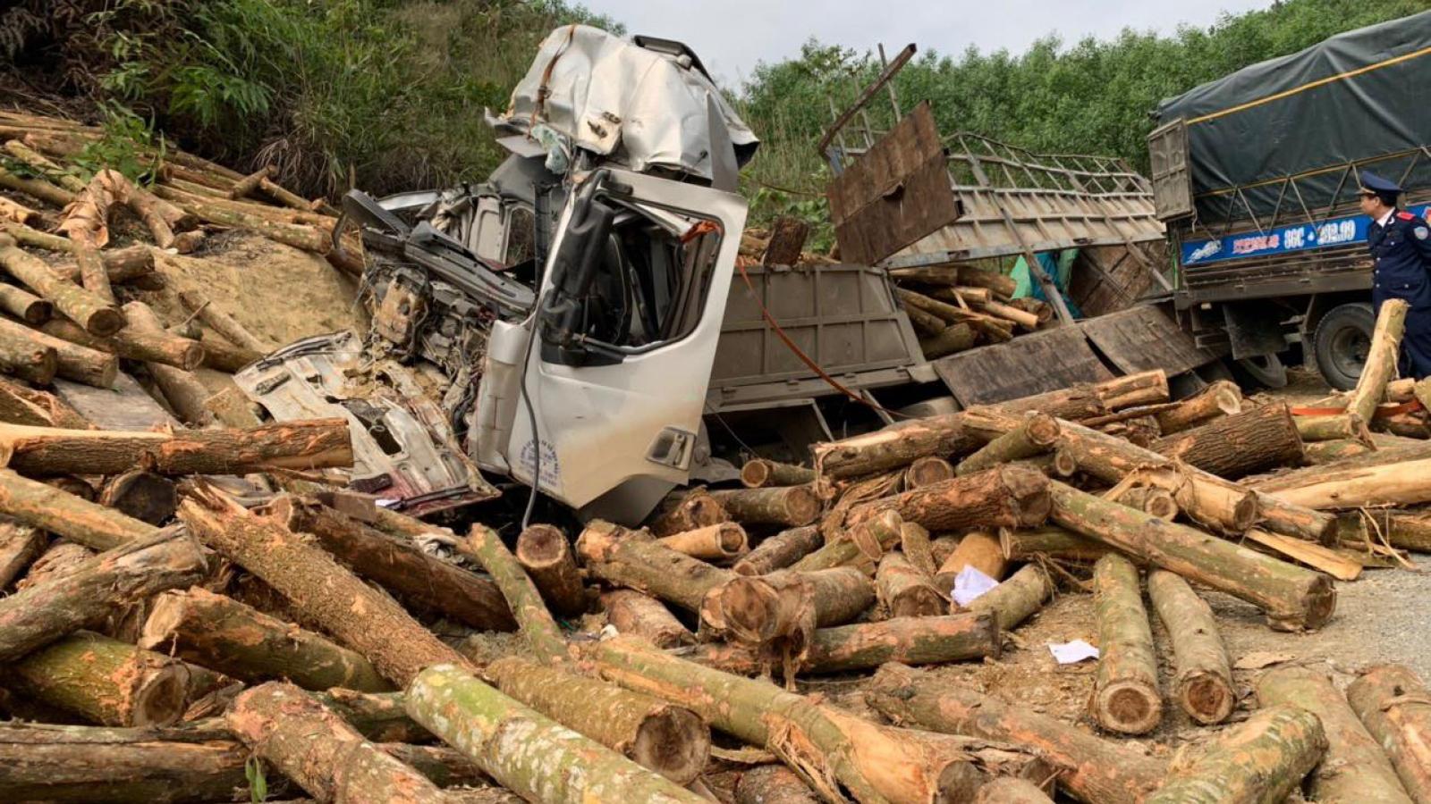 Vụ TNGT nghiêm trọng làm 7 người chết ở Thanh Hóa: Xe tải chở quá 5 người