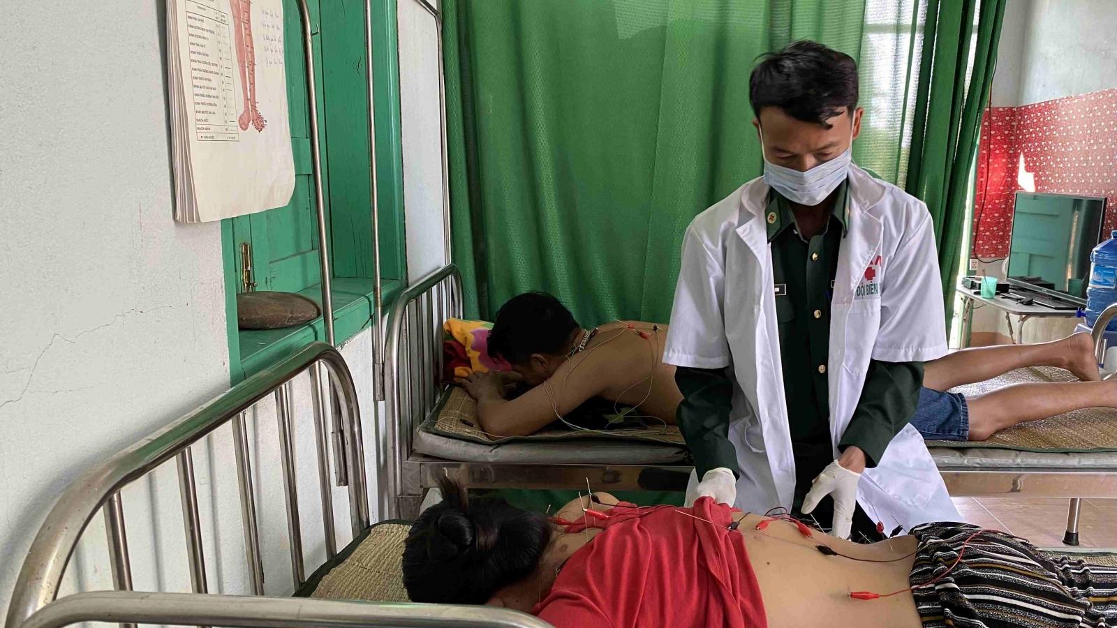 Thầy thuốc quân hàm xanh ở vùng biên giới Ia RVê, Đắk Lắk