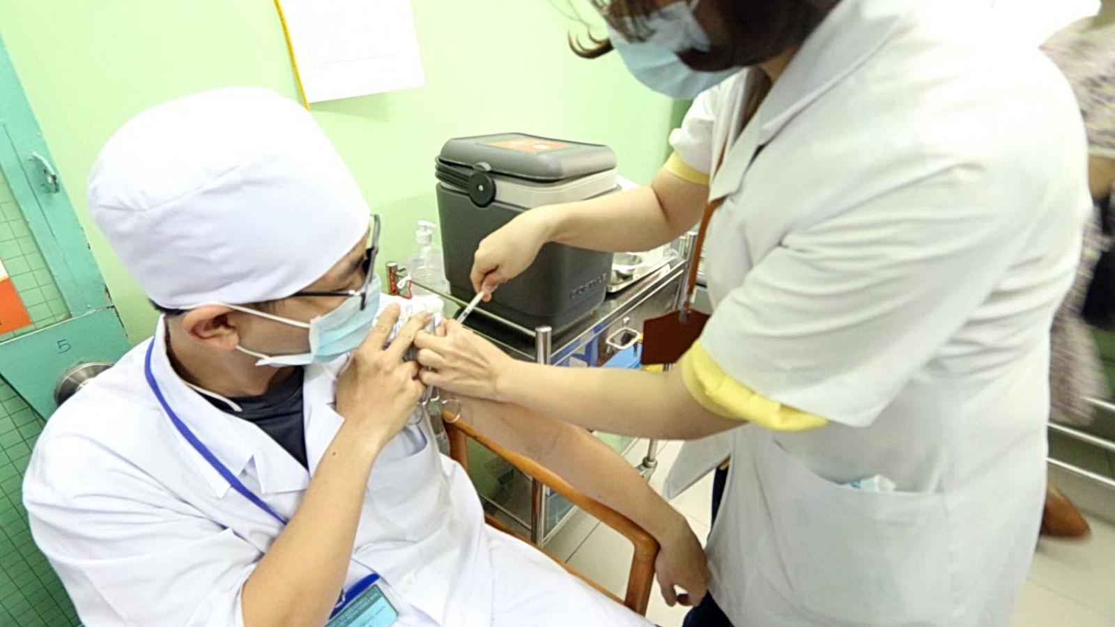 Khánh Hòa chi 100 tỷ đồng để mua vaccine phòng Covid-19 tiêm miễn phí cho người dân