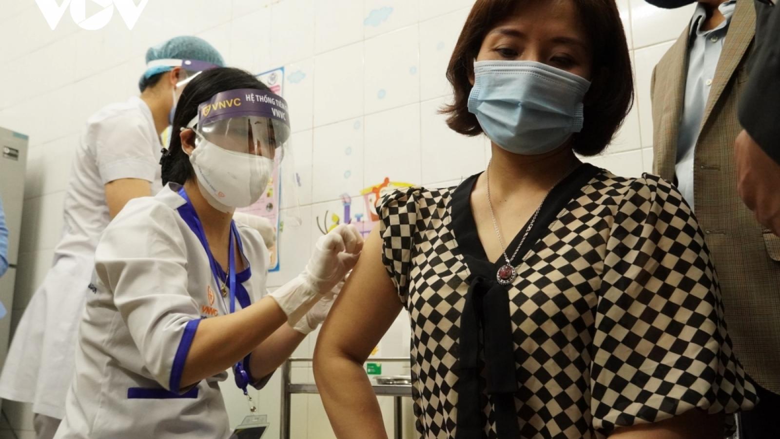 Ngày đầu tiêm vaccine COVID-19 diễn ra an toàn, chưa ghi nhận phản ứng