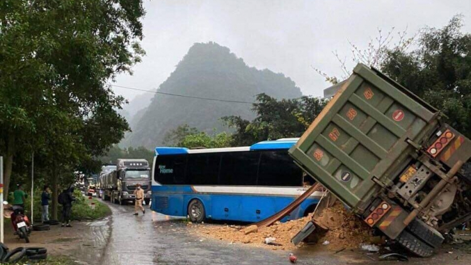Xe khách đâmxe tải khiến 3 người chết tại Hòa Bình không có dữ liệu giám sát hành trình