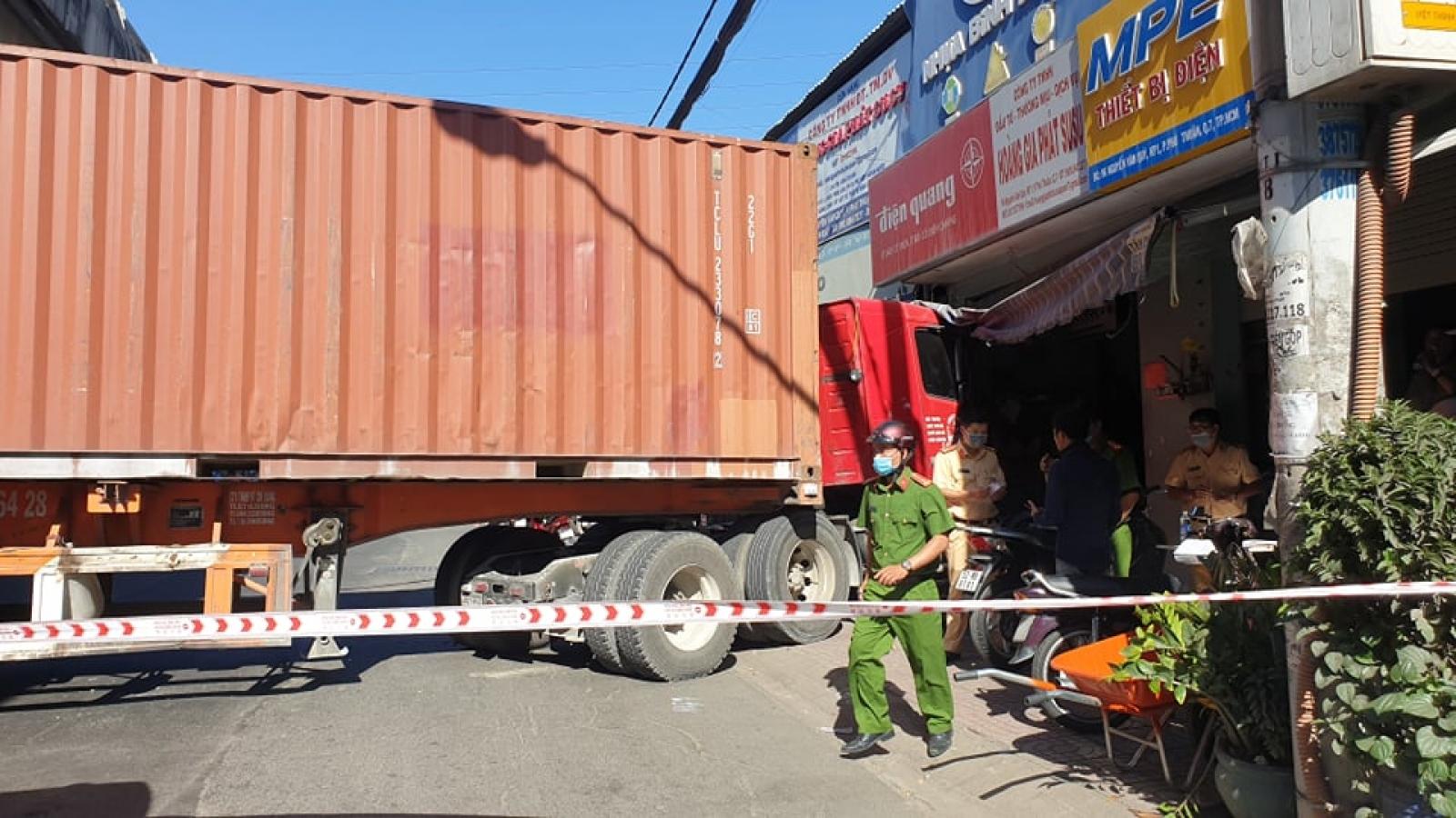 Xe container đâm vào nhà dân khiến một người tử vong