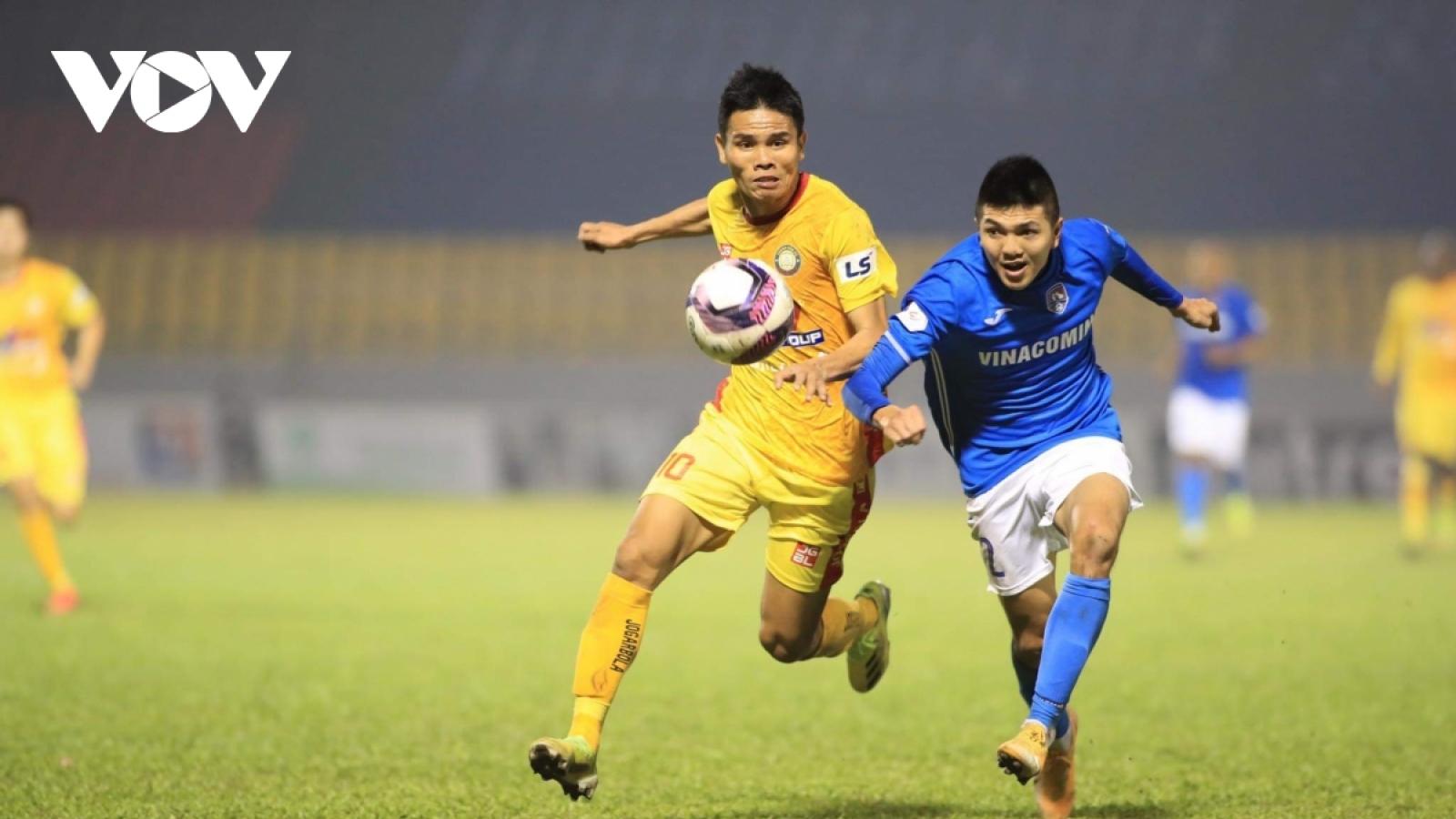 Bị nợ lương 8 tháng, cầu thủ Than Quảng Ninh bỏ tập trước vòng 7 V-League 2021