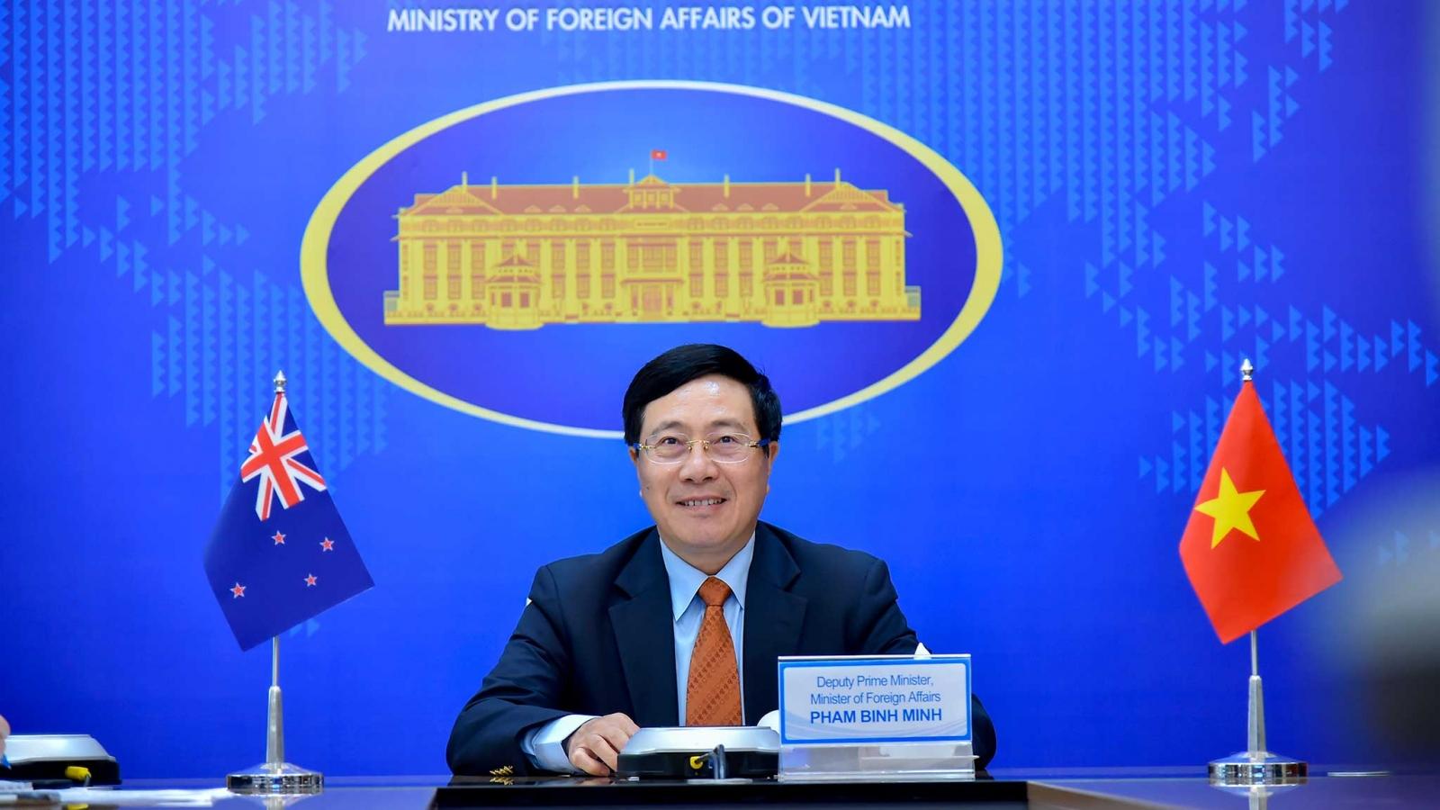 Phó Thủ tướng Phạm Bình Minh  hội đàm trực tuyến với Bộ trưởng Ngoại giao New Zealand