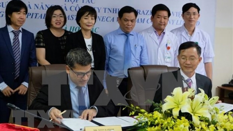 Da Nang hospital, UK firm cooperate in lung cancer treatment capacity building