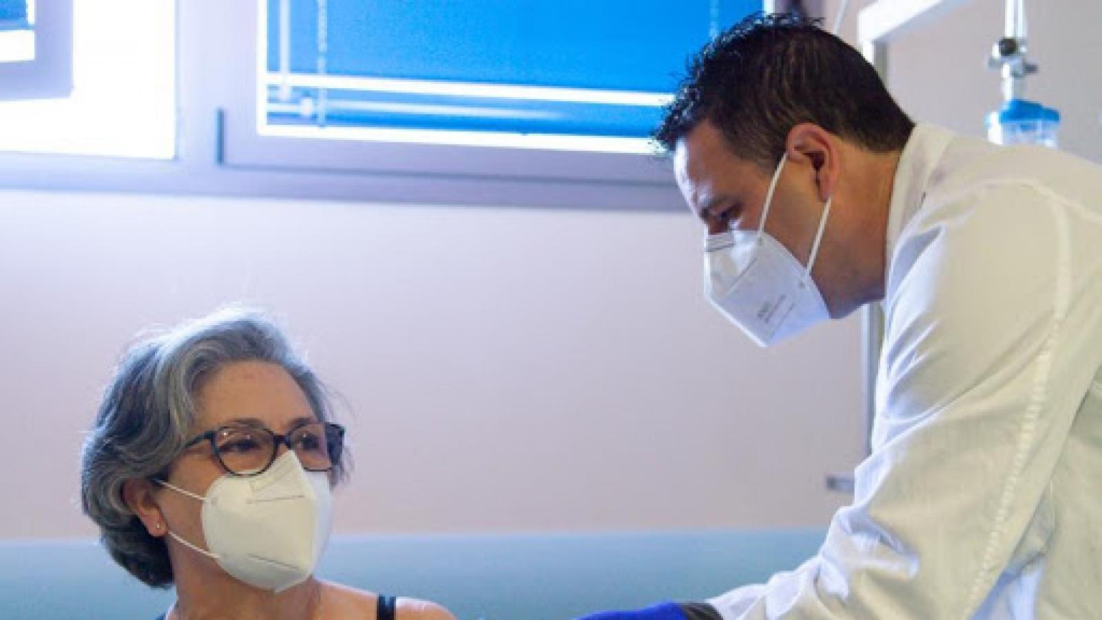 Tây Ban Nha bãi bỏ giới hạn độ tuổi tiêm vaccine COVID-19AstraZeneca