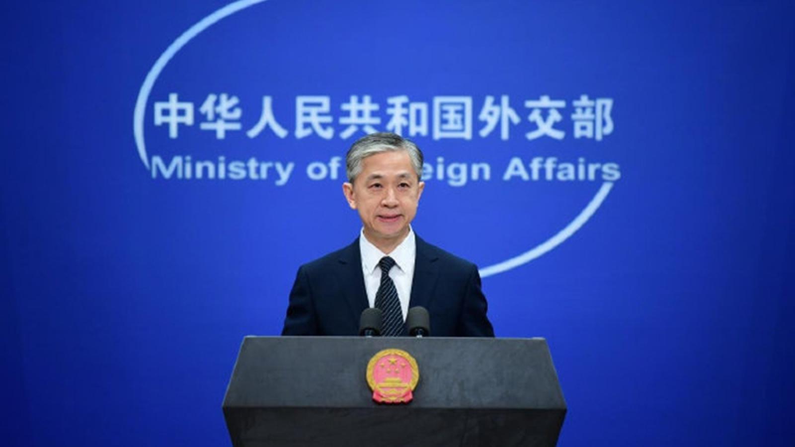 """Trung Quốc và Mỹ lại """"đấu khẩu"""" vì vấn đề Hong Kong"""