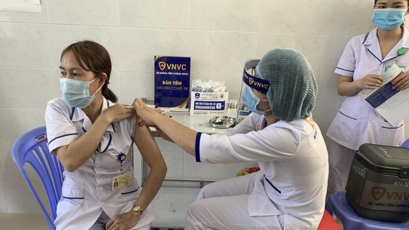 Bà Rịa-Vũng Tàu bắt đầu tiêm vaccine phòng Covid-19 cho nhân viên y tế tuyến đầu