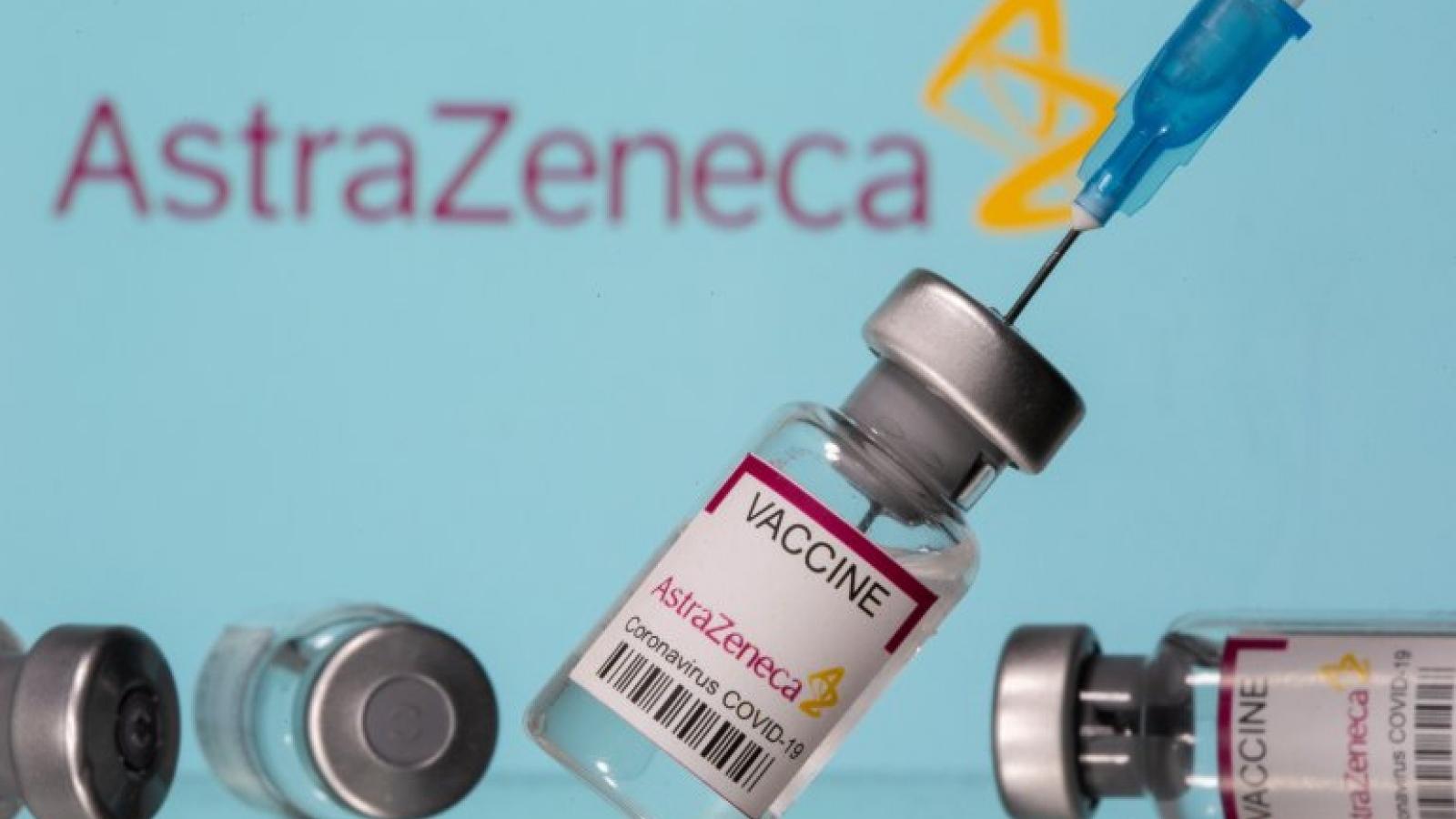Cuộc chiến vaccine ngừa Covid-19 giữa Anh - EU tăng nhiệt