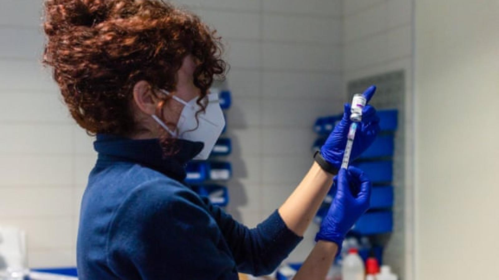 Lý do nhiều nước châu Âu dừng tiêm chủng vaccine ngừa Covid-19 của AstraZeneca