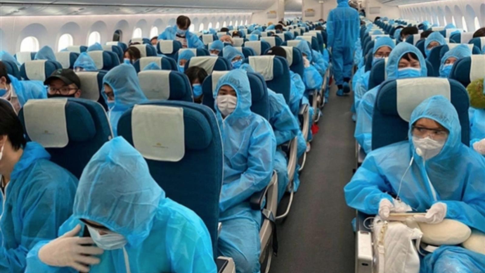 Vietnam repatriates home 390 citizens from Myanmar