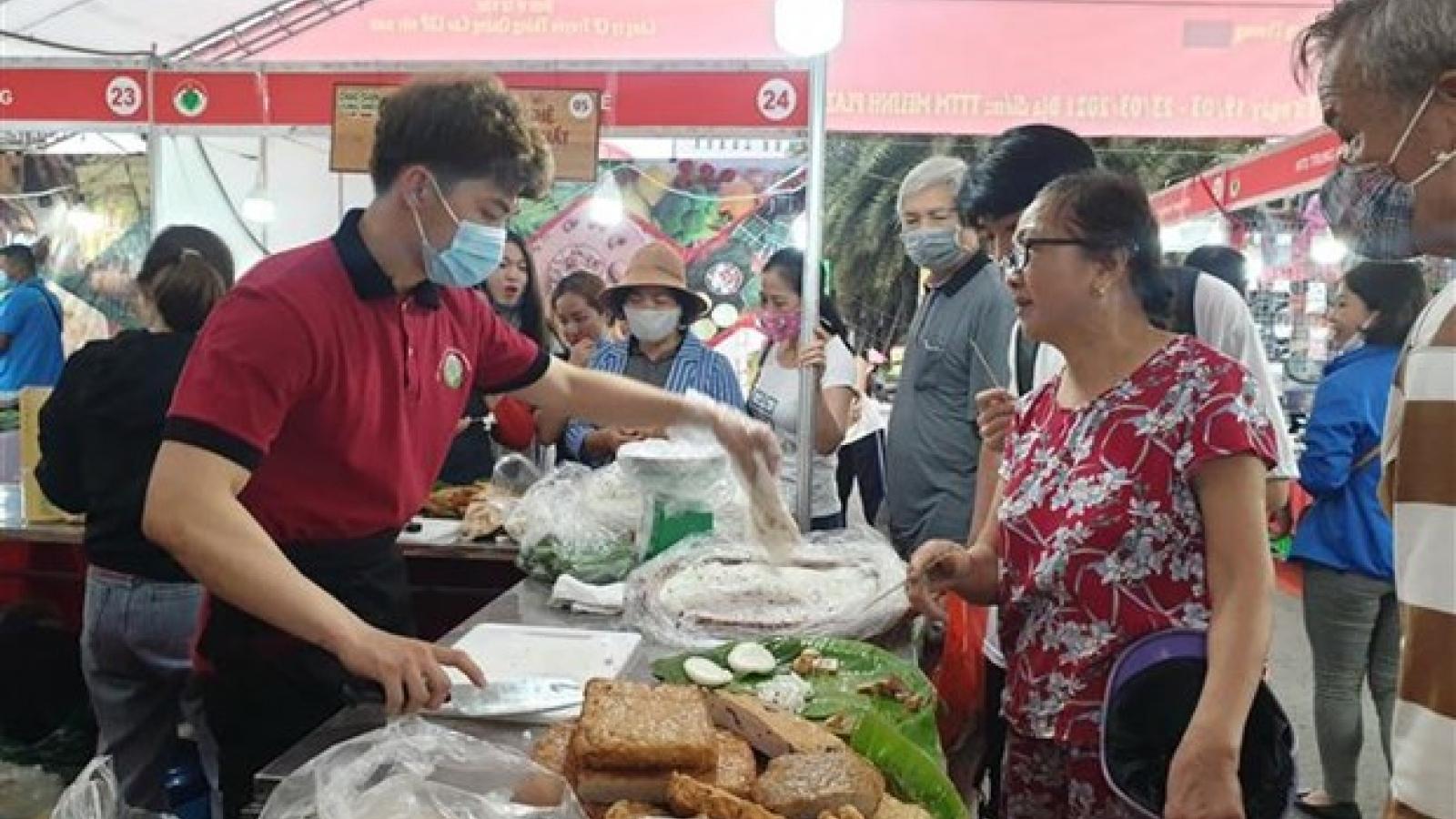 Vietnamese goods week in Hanoi features over 100 stalls