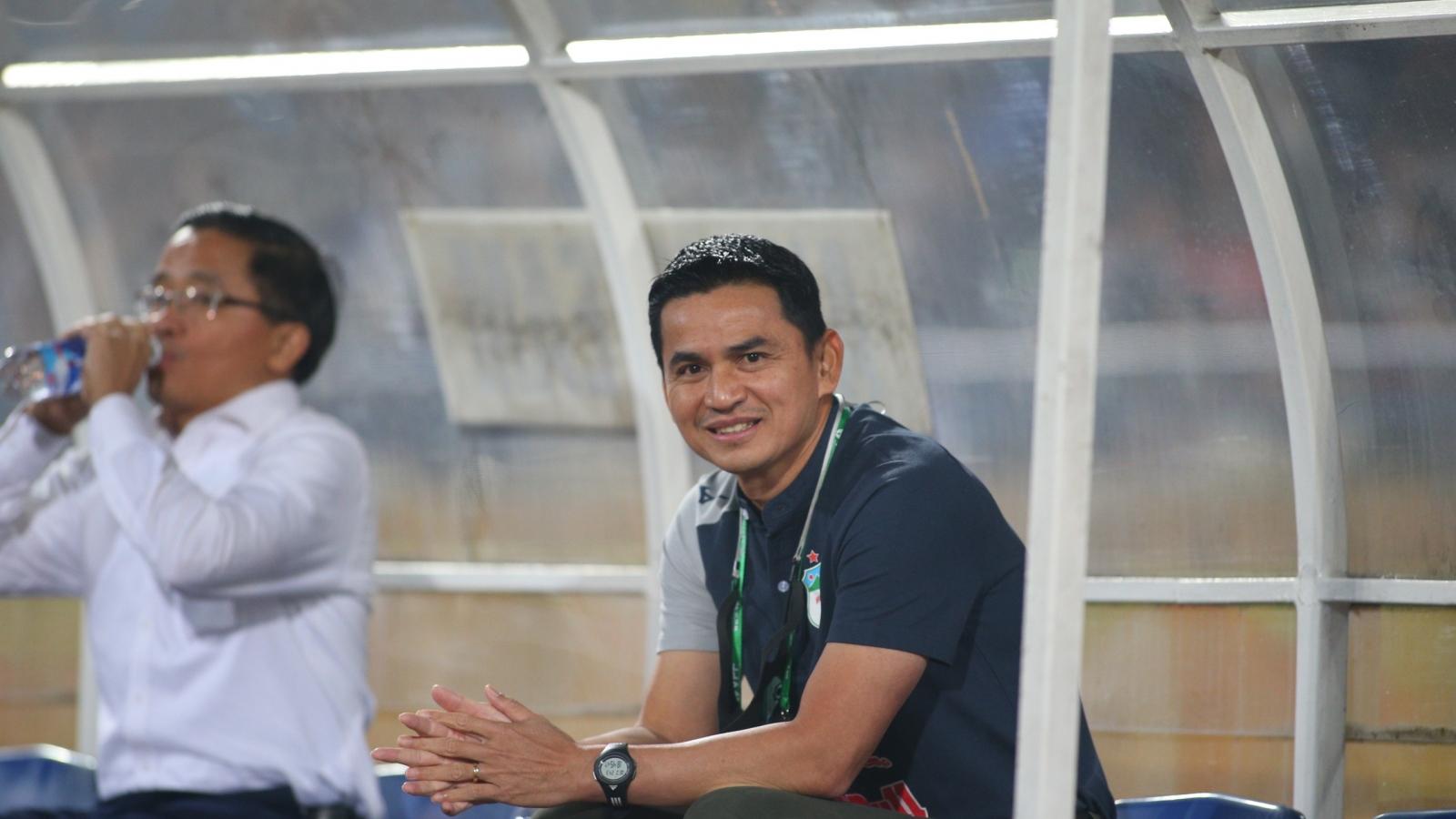 Kiatisuk nói gì khi đưa HAGL vươn lên dẫn đầu V-League 2021?